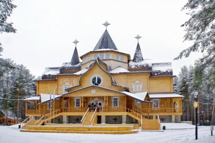 Train trips from St. Petersburg to Ded Moroz Residence