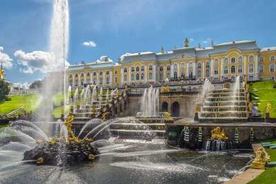 Peterhof Museum breaks attendance record with 54 thousand attendants in one day