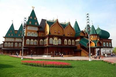 Kolomenskoye Tour with transport