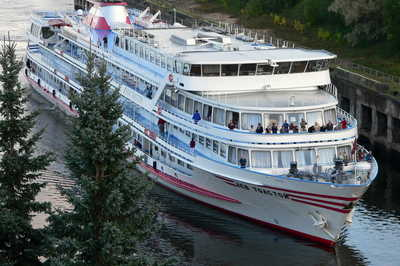 """M/S """"Lev Tolstoy"""" will stop working with foreign guests in 2019"""