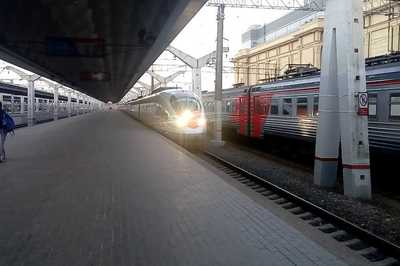 Moscow - St Petersburg Night Train vs Day Train