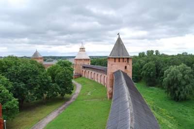 Two Capitals and Veliky Novgorod