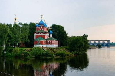 Moscow - St. Petersburg cruise by a 4-star ship