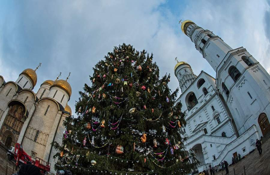 The Main Christmas Tree in Kremlin is in Retro Style this Year