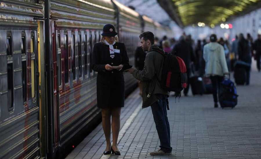 Tips for travelling by train - boarding the train