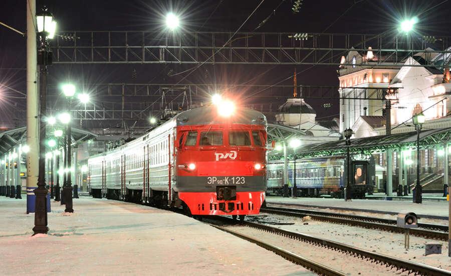 Electric suburban train