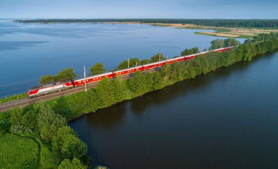 Red Arrow vs The Grand Express Train