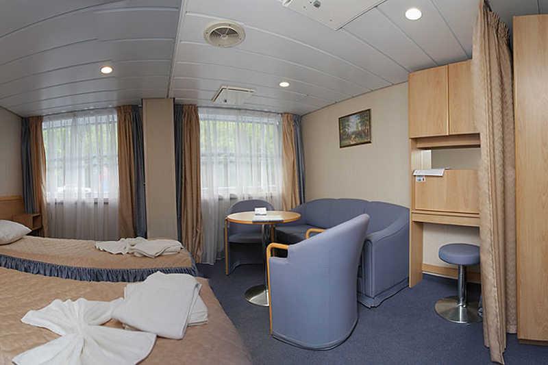 Junior Suite cabin on MS Surikov