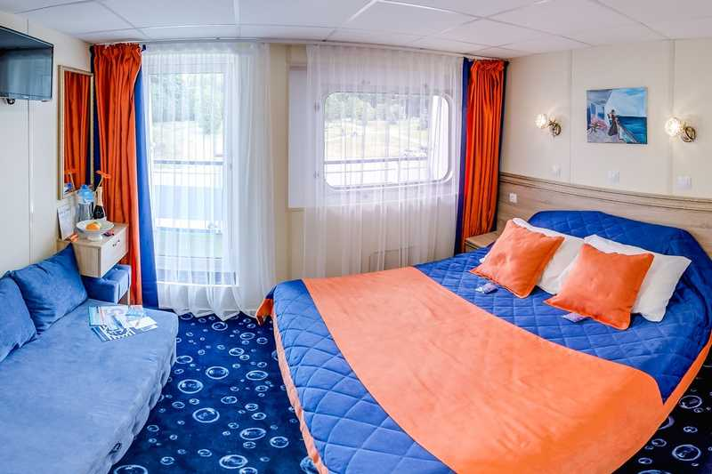 JUNIOR SUITE B WITH A BALCONY ON BOAT DECK (15.5-16 sq.m.) on MS Swan Lake