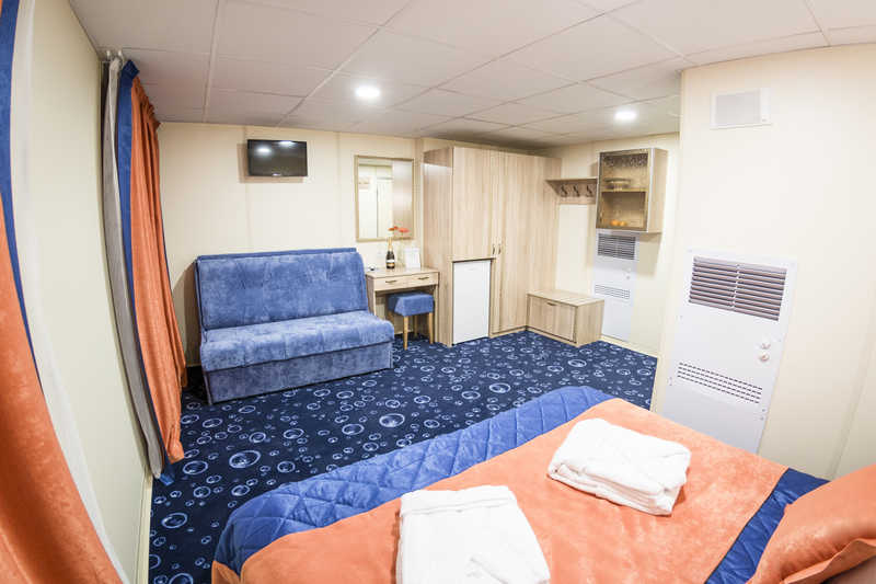 JUNIOR SUITE A WITH A BALCONY ON BOAT DECK (17.5-21 sq.m.) on MS Swan Lake